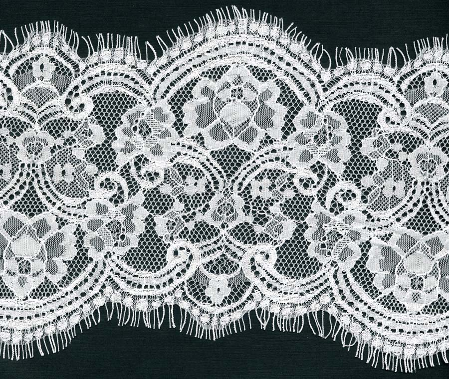 "7"" Floral Double Scallop Lace-White<>Chantilly / Eyelash Lace"