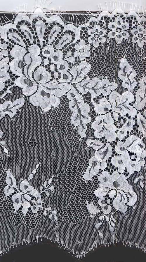 "9.5"" Floral Single Scallop Lace-White<>Chantilly / Eyelash Lace"