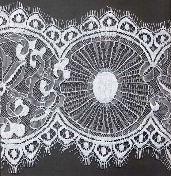 "7"" Circle Double Scallop Lace-White<>Chantilly / Eyelash Lace"