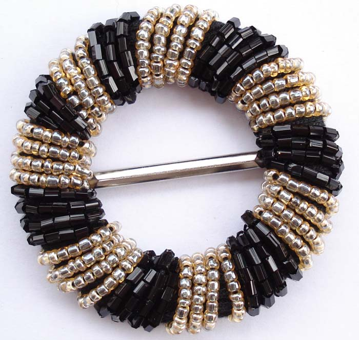 "2"" Beaded Round Slider Buckle-Black and Gold Beads/Gold Slider"
